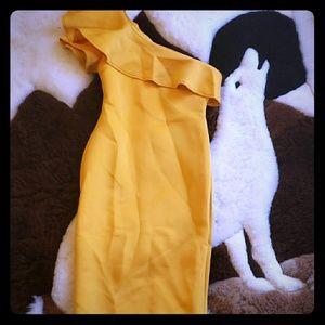 Yellow fitting bodycon dress